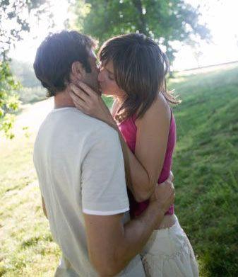 İlk kez öpüştüğünüzde  Heyecanınızı olabildiğince bastırmaya çalışın, bu işi aceleye getirmeyin ve başarısız olacağınız korkusuyla kendinizi sıkmayın, yoksa gerçekten başarısız olursunuz.  O anın tadını çıkarmayı başarırsanız, onun da aynı şeyi yapmasını ve dolayısıyla öpüşmenizin harika sekse giden yolda önemli bir adım olmasını sağlayabilirsiniz.